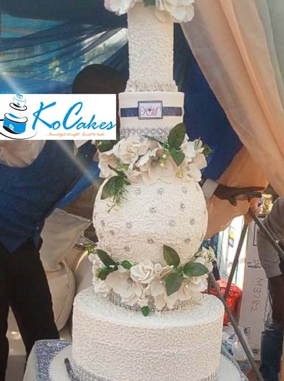 3 Step Wedding Cake With Middle Step Ball Cake