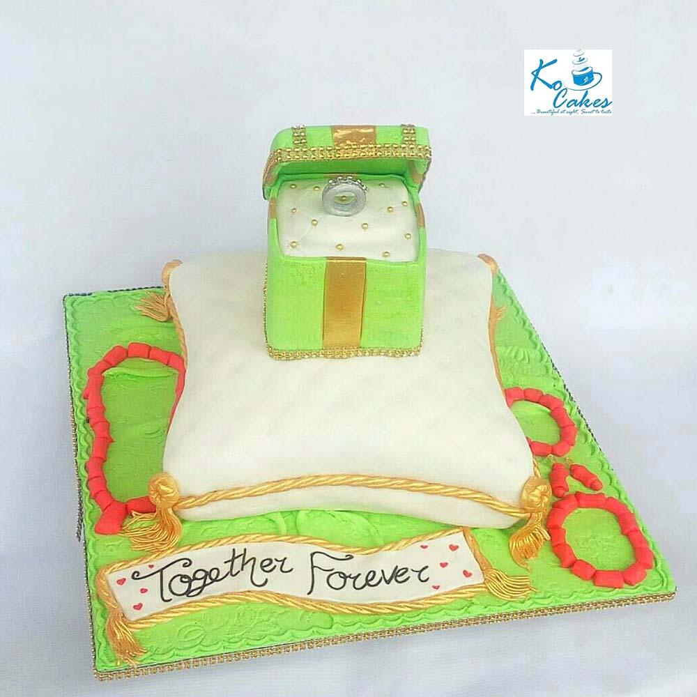 Traditional Pillow Wedding Cake