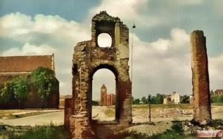 Lata 60-te - w oddali Brama Targowa. // źródło: www.elblazanie.pl