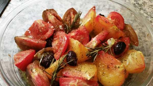 lauwarmer Tomatensalat mit Ananastomate