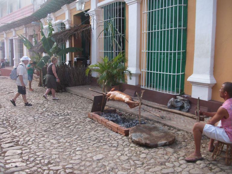 Kuba - Trinidad Ferkel grillen
