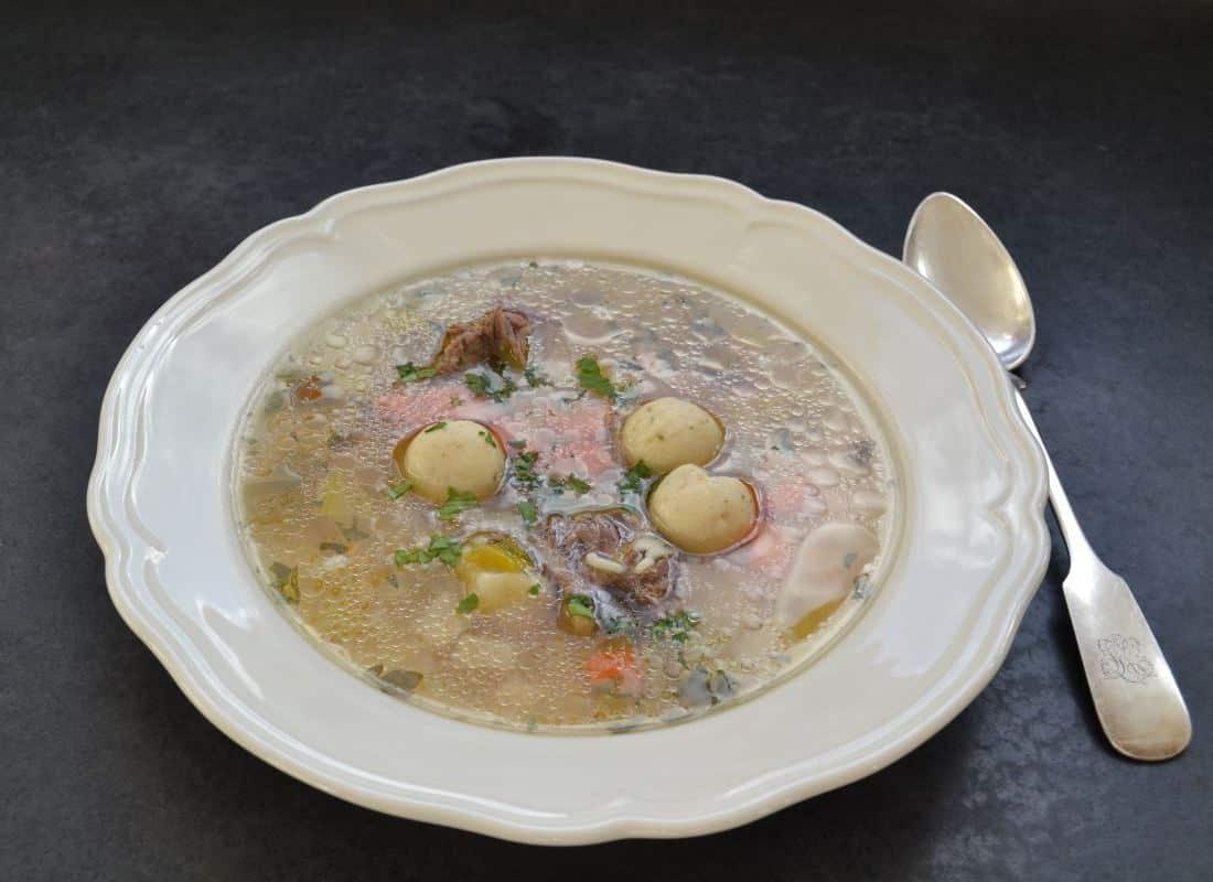 rindfleischsuppe-mit-sternchen-nudeleinlage-