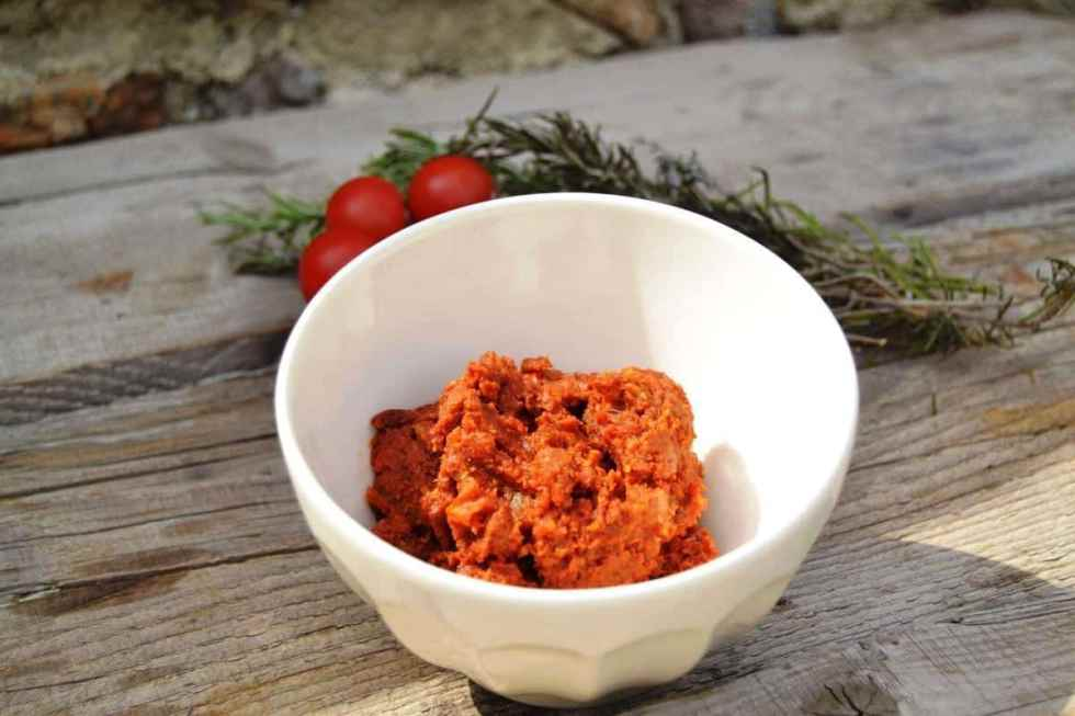 pesto-tapenade-rezept-mit tomaten