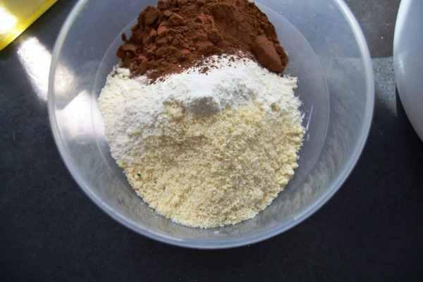 Kakao, Mehl, Mandeln