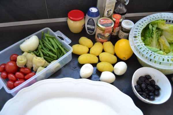 Salat , Bohnen ,Kartoffeln , Tomaten , Eier