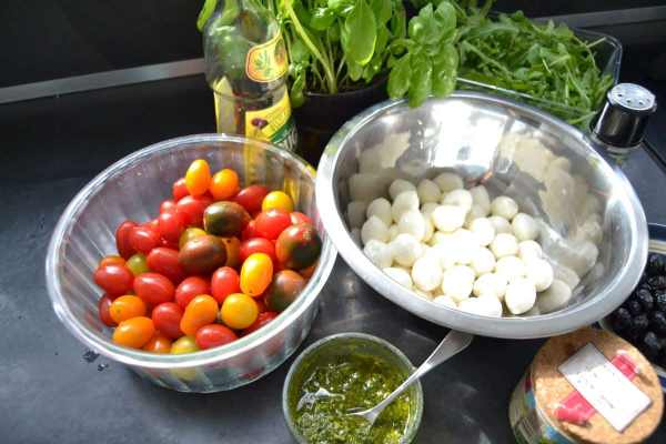 Tomaten , Mozzarella , Basilikum , Pesto