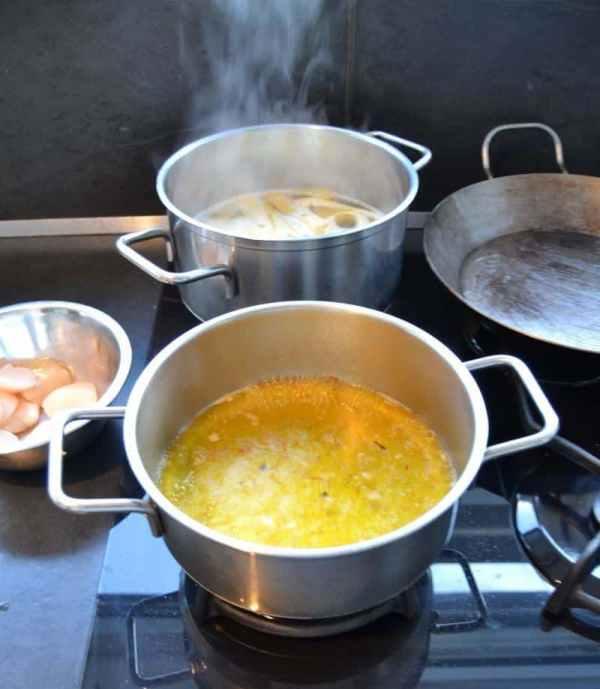 Nolly Prat , Safran , Zimtblüte , Weißwein , Salz , Fischfond reduzieren