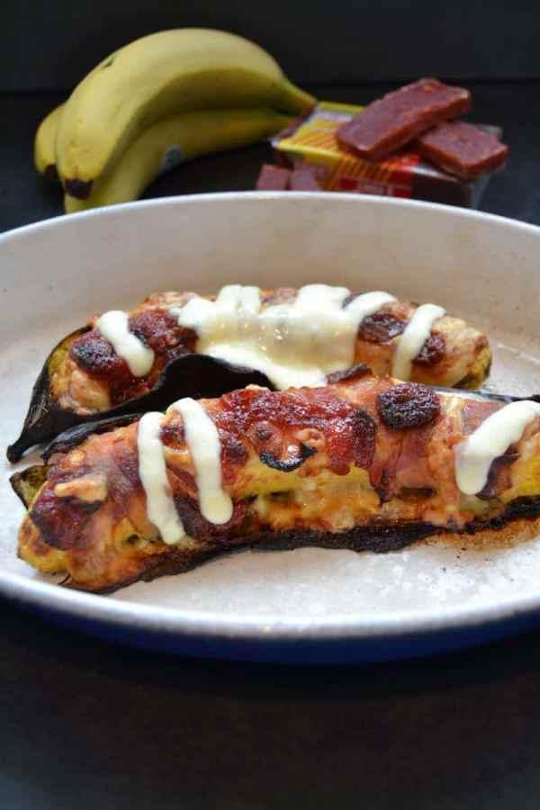 platano-con-queso-y-bocadillo gebackene Kochbanane mit Guavenpaste und Käse
