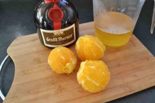 geschälte Orangen , Grand Marnier und Orangensirup