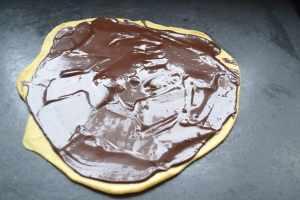 Hefeteig mit flüssiger Schokoladenfüllung