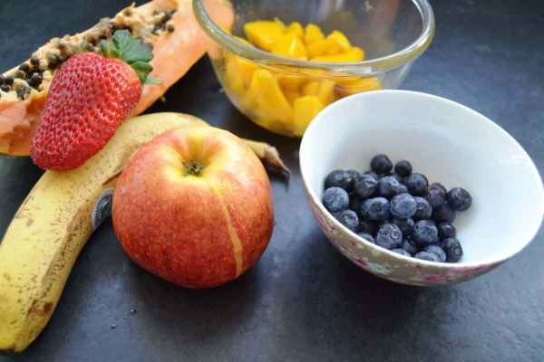 Papaya , Mango , Blaubeeren , Apfel und Banane