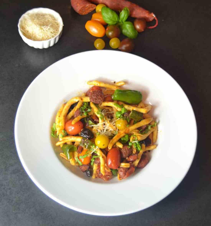 Pasta mit Chorizo und Zucchini