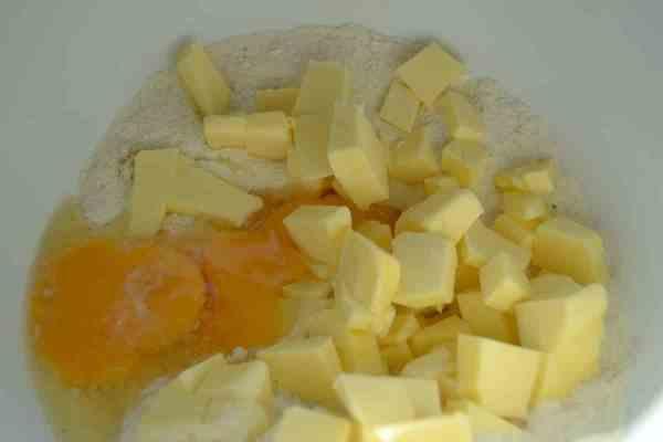 Butterwürfel, Ei und Eigelb