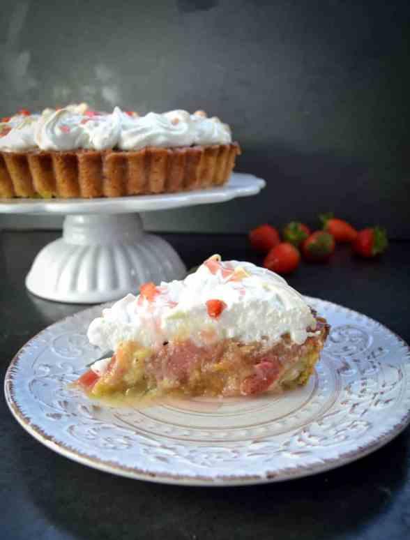 Rhabarber-Erdbeer-Tarte mit Baiser