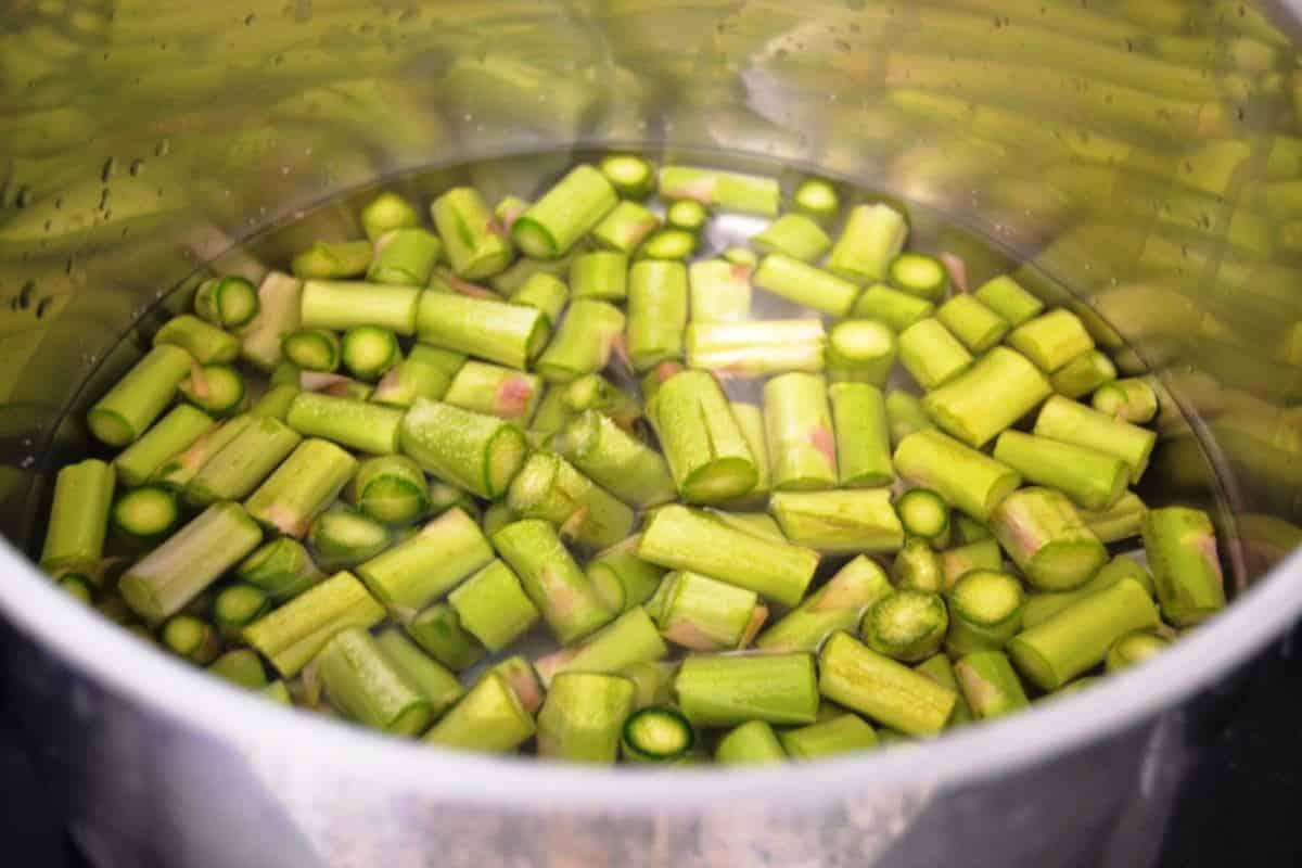 grünen Spargel blanchieren
