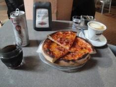 Das können sie perfekt, die Italiener: Kaffee und Pizza!