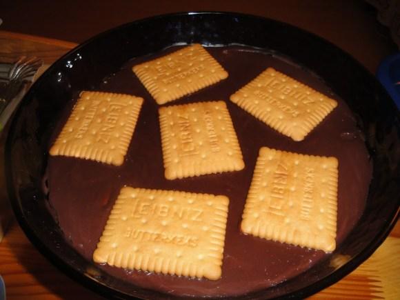 Schokopudding mit vielen Butterkeksen