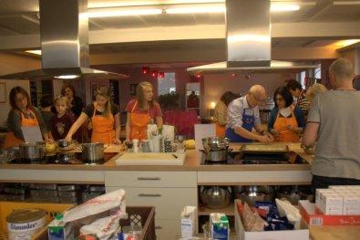 Emsiges Treiben in der Kochschule