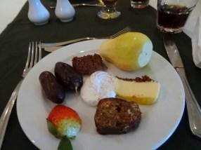 Meine Zusammenstellung: Etwas Obst und etwas Süßes. Hmmm!