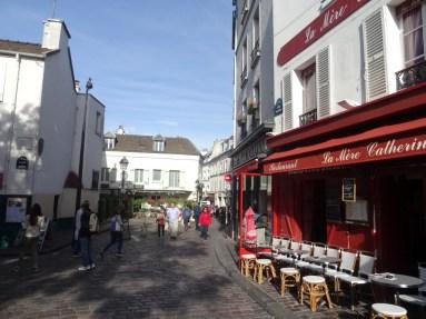 Je näher man Sacré-Cœur kommt, desto touristischer werden die Restaurants