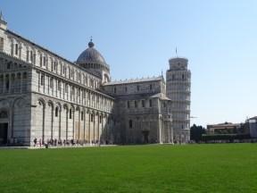 Pisa und sein berühmter Turm, da sieht er gar nicht so schief aus