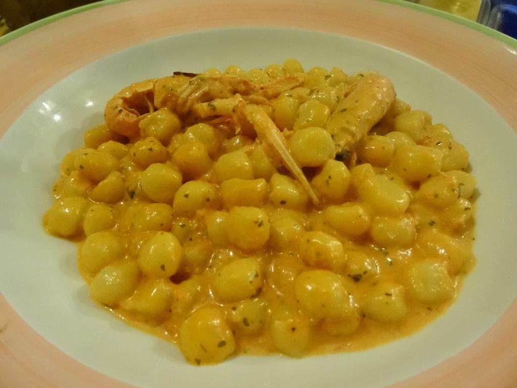 Gnocchi agli Scampi mit Scampi, Tomaten und Sahne (8etti, Viareggio)