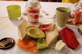 Mein Frühstücksteller. Viel zu viel, aber saulecker!