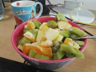 Standardfrühstück. Müsli mit so viel Obst.