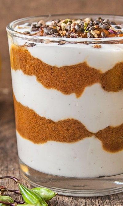 Quark-Joghurt-Creme mit Quitten-Karamell-Soße