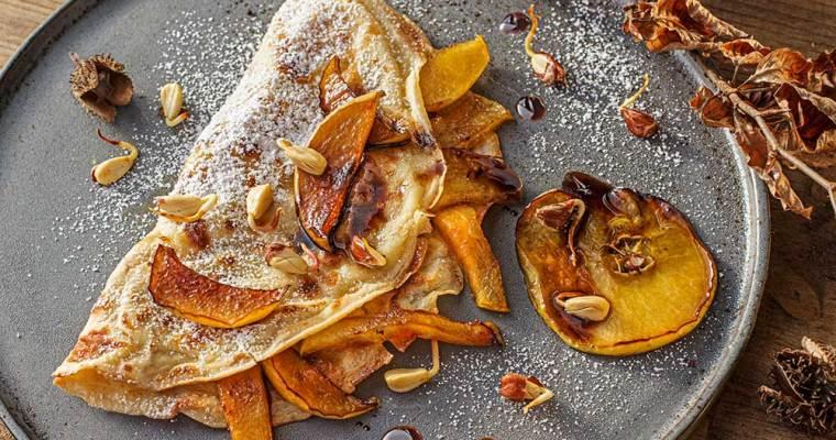 Apfelpfannkuchen mit Buchensprossen