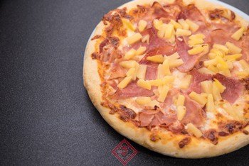 kocka-pizza-hawaii-premium