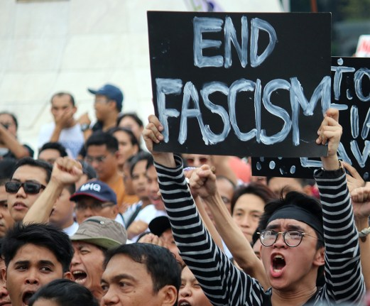 Saying it with a placard and shouting it too, (Photo by R. Villanueva)