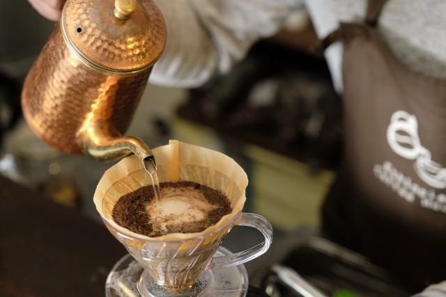 コーヒーの簡単な染み抜き方法!衣類・紙・カーペット・壁