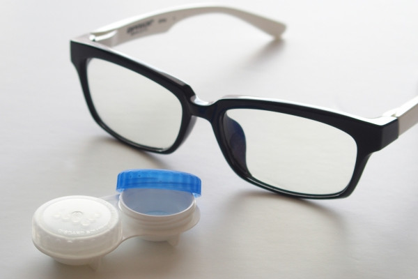 メガネとコンタクト