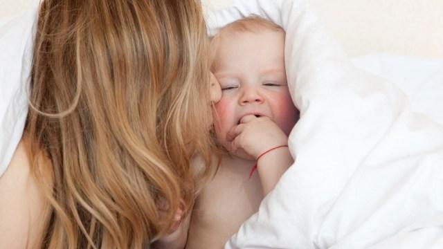 赤ちゃんキス