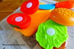 セリアおままごとおもちゃキッチンセット ハンバーガー、まな板、包丁、トマト
