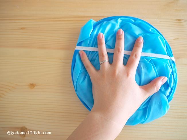 ダイソー散髪用ケープ子供用 折りたたみ時のサイズ感
