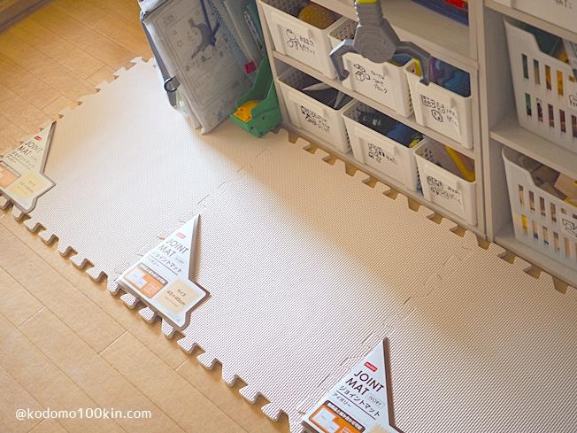 ビニールテープでロードマップキッズマットを作る おもちゃ収納棚の前に敷く予定