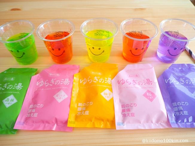 入浴剤で色水あそび 入浴剤を水で溶く