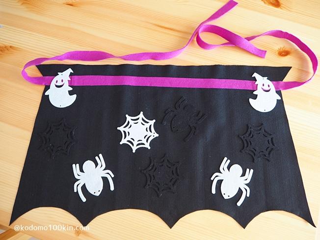 ハロウィン仮装手作り シルクハットとマント マントにリボンとガーランドを貼り付けて完成
