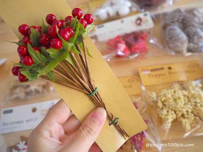 ダイソーの材料でクリスマスツリーを作る そのまま差し込めそうな飾り