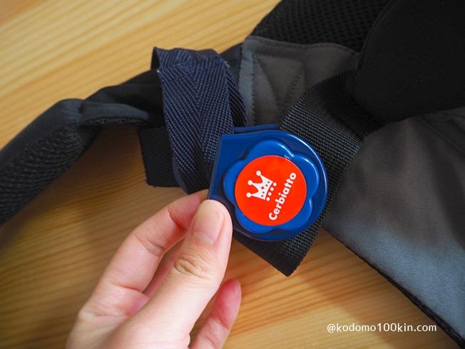抱っこ紐に収納ポケットを増やす カラビナやクリップでベルトを留める