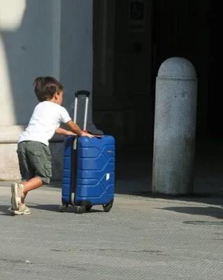 誰も教えてくれない子連れ旅行者のスーツケース選び。おすすめはこれ一択!