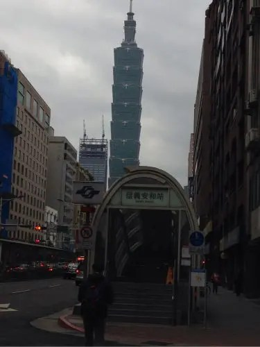ホテル移動。初めての信義エリア「通化街夜市・臨江街夜市」周辺