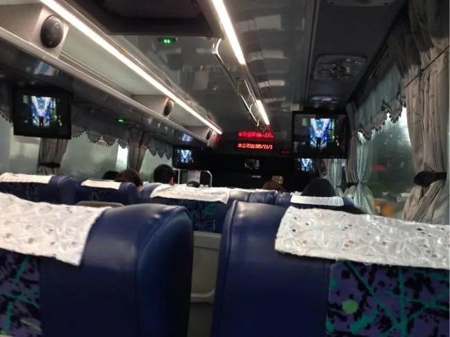 桃園空港から台北市内へ。國光客運1841路線は、ビンロウ売り娘的期待ができる路線です。