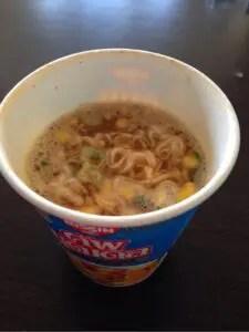 タイ土産カップヌードルムーマナオ味