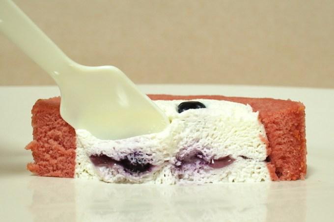 プレミアムブルーベリーとチーズのロールケーキ