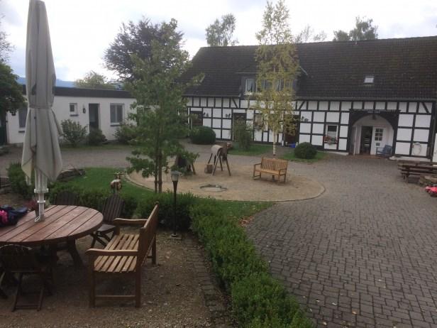 Der hübsche Innenhof vom Birkenhof