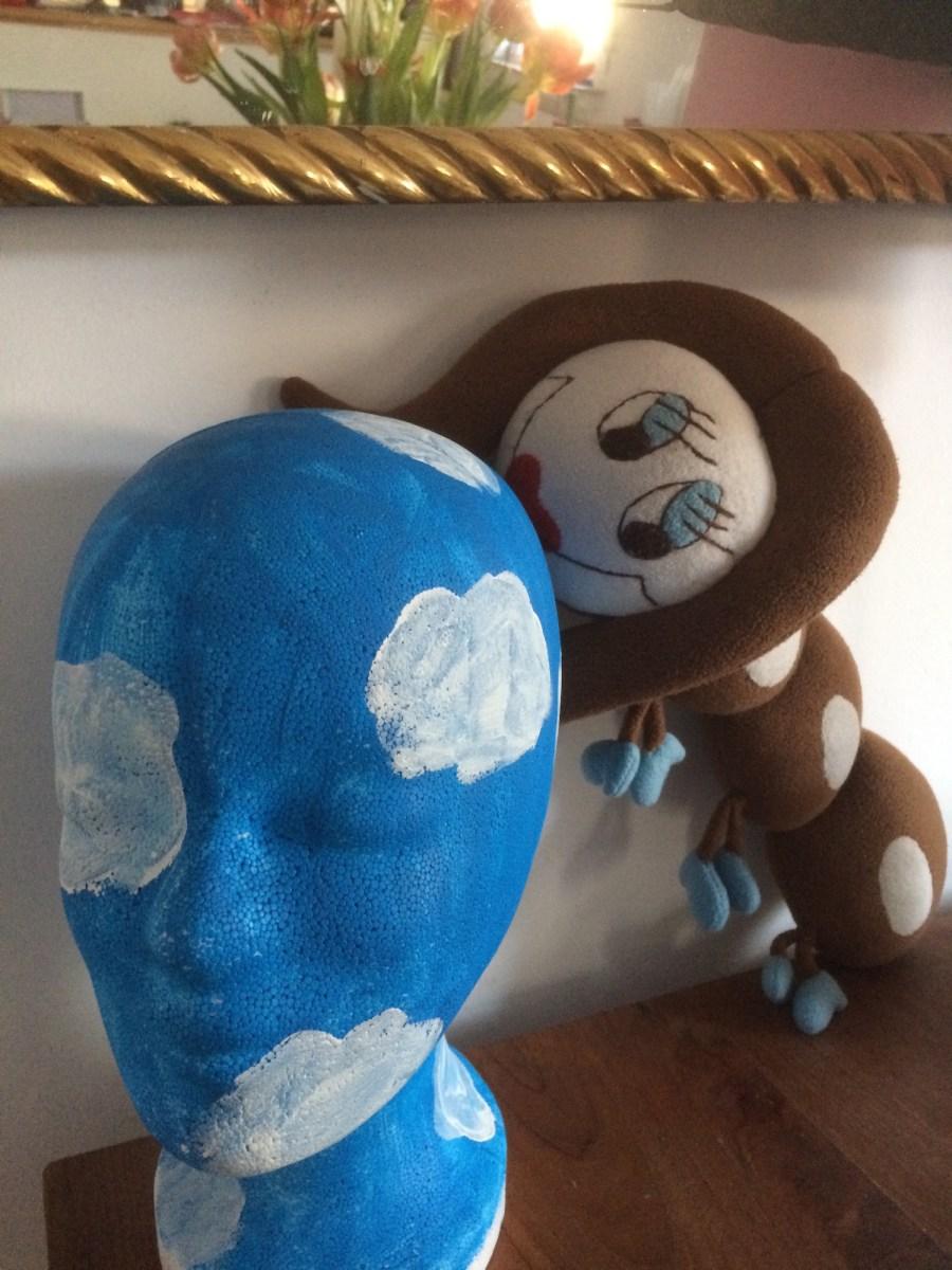 Ottie und Magritte-Kopf