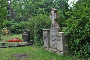 Martina_Friedhof_duennwald_08_08_2015 007